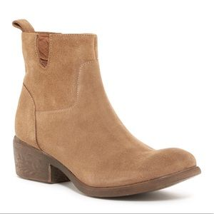 Notched Smooth Suede Distressed Heel Boots
